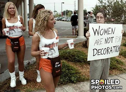 - wow, I thought that was a guy holding the sign. lo