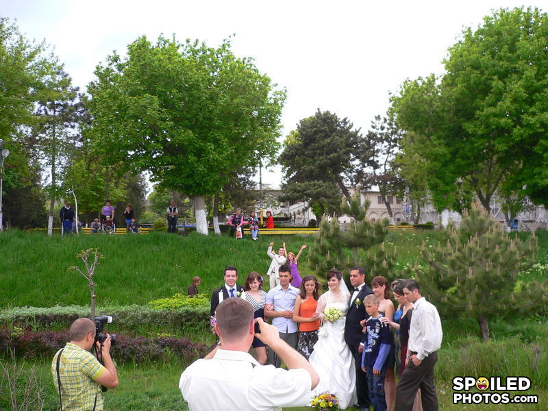 Wedding_photobombers_1